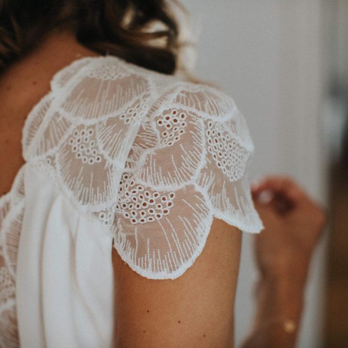 Manon porte une robe de mariée Constance Fournier