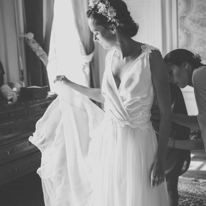 La robe de mariée de Camille: de la guipure placée délicatement sur la mousseline comme un bijou