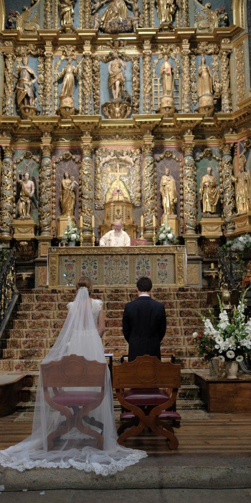 Robe de mariée en dentelle de Calais Constance Fournier