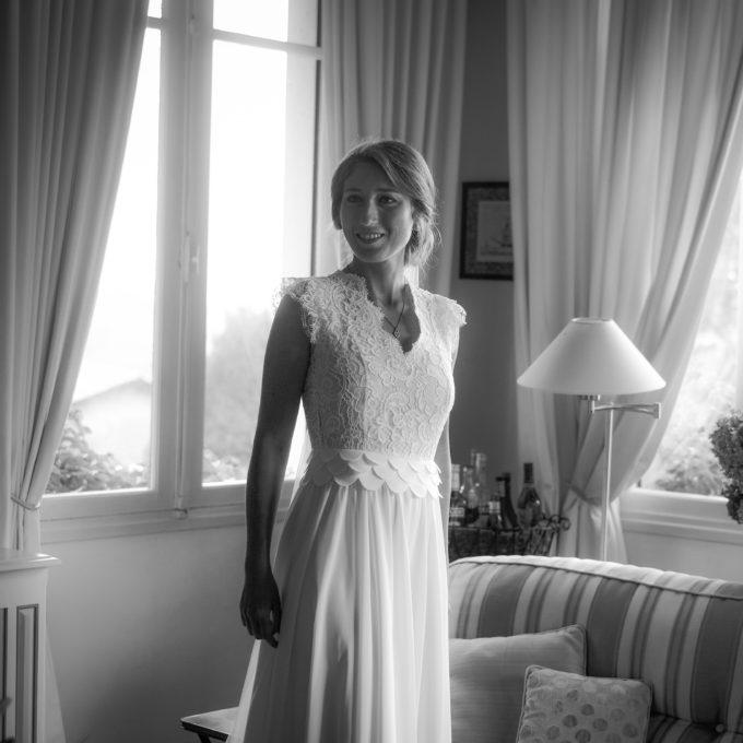 Robe de mariée en dentelle de Calais et crêpe fin signée Constance Fournier